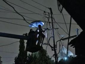 UP power strike: निजीकरण के विरोध में हड़ताल पर बिजली कर्मचारी, नोएडा से बलिया तक कई जिलों की बत्ती गुल