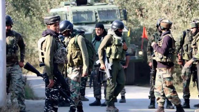 J&K: शोपियां में सुरक्षाबलों और आतंकवादियों के बीच मुठभेड़, एक आतंकी ढेर