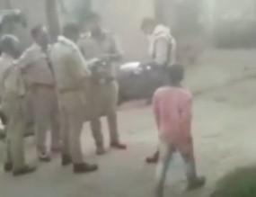 Fake News: UP पुलिस ने हाथरस पीड़िता के घर में घुसकर महिलाओं से बदसलूकी कर कागजात जब्त किए?, जानें क्या है वायरल वीडियो का सच