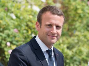 मृतक शिक्षक को फ्रांसीसी राष्ट्रपति मैक्रों ने दी श्रद्धांजलि