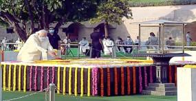 जयंती: पीएम मोदी और राष्ट्रपति कोविंद ने राजघाट पहुंचकर बापू को किया नमन, विजय घाट पर शास्त्रीजी को दी श्रद्धांजलि