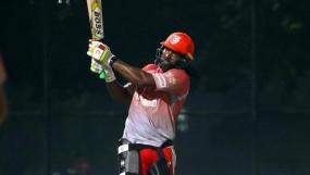 IPL-2020: IPL में नियमों के उल्लंघन के कारण क्रिस गेल पर जुर्माना, 99 रन पर आउट होने पर गुस्से में फेंका था बेट
