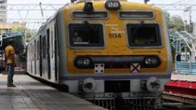 Mumbai : सभी लोगों को लोकल ट्रेन में यात्रा की अनुमति देना चाहती है सरकार