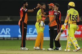 IPL 2020: चैन्नई की लगातार तीसरी हार, हैदराबाद ने 7 रन से हराया, प्रियम गर्ग जीत के हीरो