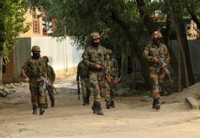 जम्मू-कश्मीर : आतंकवादियों के दो सहयोगी गिरफ्तार