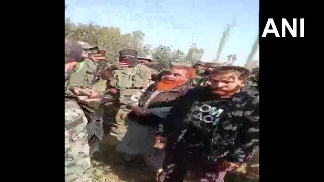 कश्मीर: मुठभेड़ में आतंकवादी का सहयोगी पकड़ा गया, सेना के अफसरों ने टेररिस्ट से कहा- डरो मत, गलतियां होती हैं