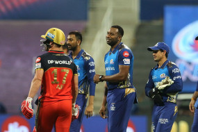 MI vs RCB: बैंगलोर के तीन विकेट गिरे, डिविलियर्स 15 रन बनाकर आउट, देवदत्त ने आईपीएल सीजन में ठोंका चौथा अर्धशतक