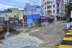 बाढ़ प्रभावित हैदराबाद में और बारिश की चेतावनी