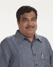 केन्द्रीय मंत्री गडकरी ने महाराष्ट्र के सौ कुम्हार परिवारों को बांटे बिजली से चलने वाले चाक