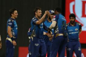 MI vs RR, IPL 2020: राजस्थान के 2 विकेट गिरे, उथप्पा के बाद स्मिथ भी लौटे पवेलियन, मुंबई ने 196 रन का टारगेट दिया