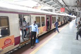 मुंबई : रेलवे उपनगरीय ट्रेन सेवा शुरू करने को तैयार
