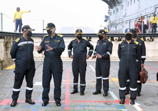 नौसेना प्रमुख ने समुद्र में ऑपरेशनल तैयारियों की समीक्षा की