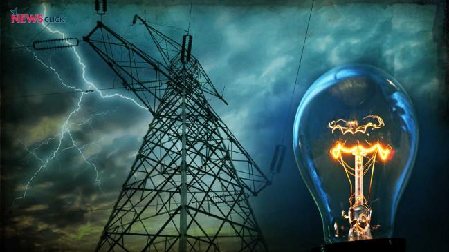बिजली व्यवधान की शिकायतों का हल निकालने और फॉल्ट ढूँढने के लिए शहर के हर क्षेत्र में घूमे अधिकारी