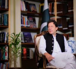 पत्नी बुशरा बीबी के बिना जीवित नहीं रह सकता था : पाक प्रधानमंत्री इमरान खान