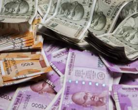बिना नम्बर की कार से पुलिस ने जब्त किए 2 लाख 18 हजार रुपए