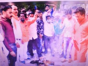 अस्पताल के खिलाफ शिव सैनिकों का प्रदर्शन, कहा- मरीजों की जान ले रहे