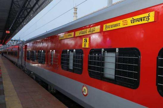 Railways to phase out sleeper coaches in long-distance mail, express trains | Indian Railway: मेल और एक्सप्रेस ट्रेन से हटाए जाएंगे स्लीपर कोच, सिर्फ AC बोगी रहेंगी - दैनिक भास्कर हिंदी