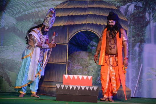 अयोध्या की रामलीला ने मोह लिया सबका मन, मनोज तिवारी और रवि किशन भी करेंगे मंचन