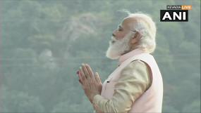 PM Modi Gujarat Visit: राष्ट्रीय एकता दिवस परेड में शामिल हुए पीएम मोदी, सरदार पटेल को पुष्पांजलि अर्पित की