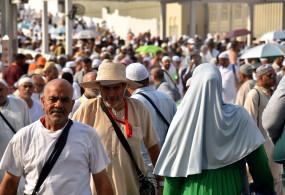 सऊदी रविवार से विदेशी जायरीनो को प्रवेश देगा