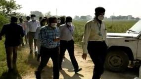 Hathras Case: SIT की 40 गांव वालों से पूछताछ, पीड़ित परिवार से मिले डीआईजी शलभ माथुर