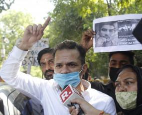 सुशांत के 2 दोस्त दिल्ली पहुंचे, जांच में तेजी लाने की मांग