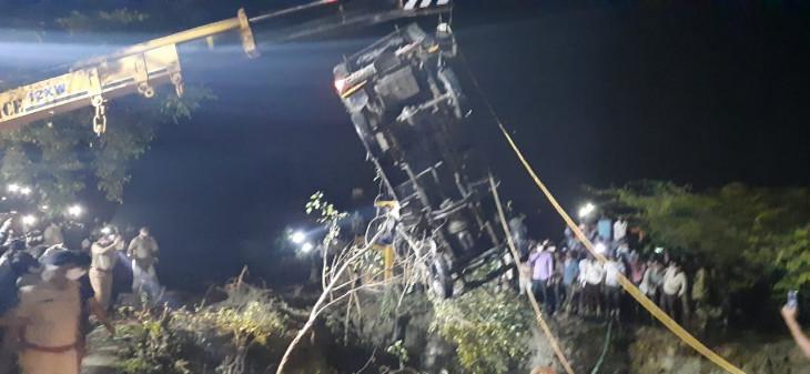 तेलंगाना : जीप कुएं में गिरी,4 की मौत,11 लोग घायल
