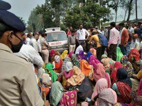 करंट की चपेट में आने से मजदूर की मौत , सड़क पर शव रखकर ग्रामीणों ने किया विरोध