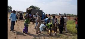 पुलिस की प्रताडऩा से परेशान युवक कुआं में कूंदा, मौत, परिजनों ने किया हंगामा
