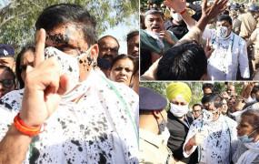 """UP Hathras: पीड़ित परिवार से मिलने पहुंचे संजय सिंह पर फेंकी श्याही, AAP सांसद ने कहा- योगी जी आप """"ठाकुर नही कायर हो"""""""