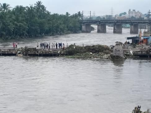 मौसम: हैदराबाद में बाढ़ से 37 हजार परिवार प्रभावित, राजमार्गों पर बारिश से यातायात बाधित
