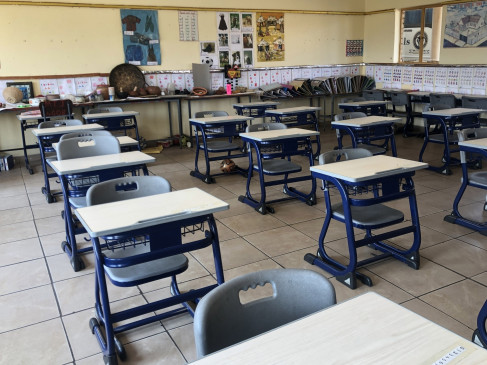 जिम्बाब्वे के एक स्कूल में 100 छात्र कोरोना पॉजिटिव