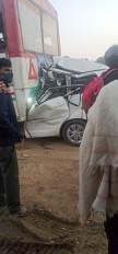 ग्रेटर नोएडा एक्सप्रेसवे पर दर्दनाक हादसे में 4 की मौत, 1 घायल