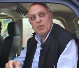गुपकार प्रत्याशियों के साथ किए जा रहे आचरण को लेकर अब्दुल्ला ने चुनाव आयोग को लिखा पत्र