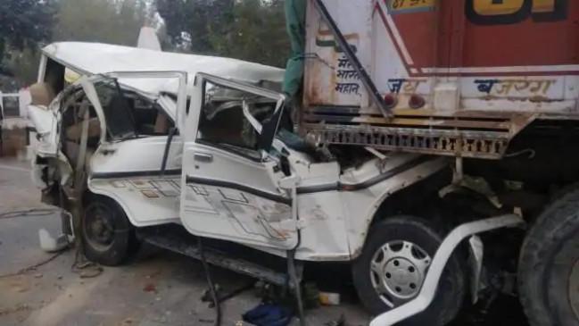 Accident: उप्र के कुंडा में ट्रक और बोलेरो की टक्कर, छह बच्चों समेत 14 की मौत