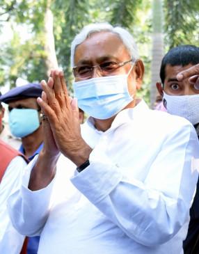 एनडीए की बैठक से पहले, नीतीश ने राज्यपाल को इस्तीफा सौंपा
