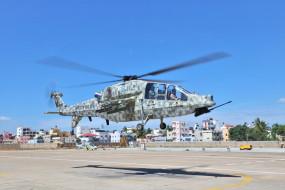 बेंगलुरू : भदौरिया ने लिया लाइट कॉम्बैट हेलीकॉप्टर का जायजा