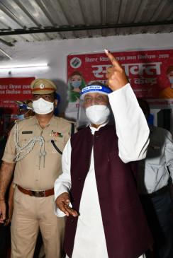 बिहार के राज्यपाल फागू चौहान, मुख्यमंत्री नीतीश ने डाले वोट
