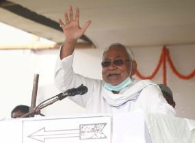 बिहार : नीतीश की सभा में मंच पर फेंके गए प्याज, जदयू ने राजद को ठहराया जिम्मेदार