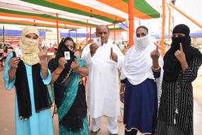 बिहार : दूसरे चरण में शांतिपूर्ण मतदान, 1 बजे तक 32.82 फीसदी वोटिंग