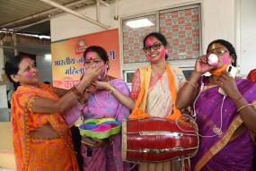 बिहार विधानसभा चुनाव 2020: RJD कार्यालय में सन्नाटा, BJP, JDU कार्यालय में जश्न का माहौल