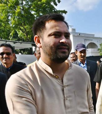 बिहार : तेजस्वी ने नीतीश को शुभकामना देते किया कटाक्ष