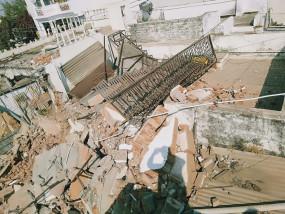 कांग्रेसी नेता जुआ किंग गज्जू सोनकर के 8 करोड़ के अवैध निर्माण पर चला बुलडोजर