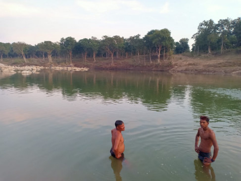 छिंदवाड़ा - चौरई के ग्राम सांख में पिकनिक मनाने गए दो युवक पेंच नदी में डूबे, तलाश जारी