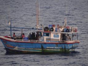 कोस्ट गार्ड ने श्रीलंका की नाव से 100 किलो हेरोइन जब्त किए