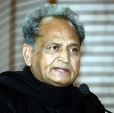 सिब्बल के हमले के बाद कांग्रेस नेता राहुल के बचाव में उतरे