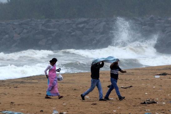 चक्रवात निवार : अमित शाह ने तमिलनाडु, पुडुचेरी के मुख्यमंत्रियों को दिया मदद का भरोसा