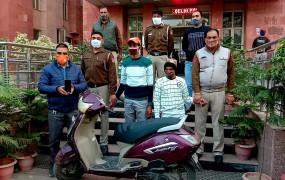वीडियो वायरल होने के 12 घंटे बाद दिल्ली पुलिस ने झपटमारों को पकड़ा