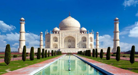 ताजमहल के आगंतुकों के लिए संख्या की सीमा हटाने की मांग