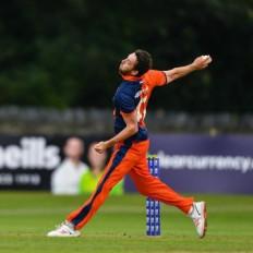 जीवनयापन करने के लिए फूड डिलीवरी का काम कर रहा डच क्रिकेटर